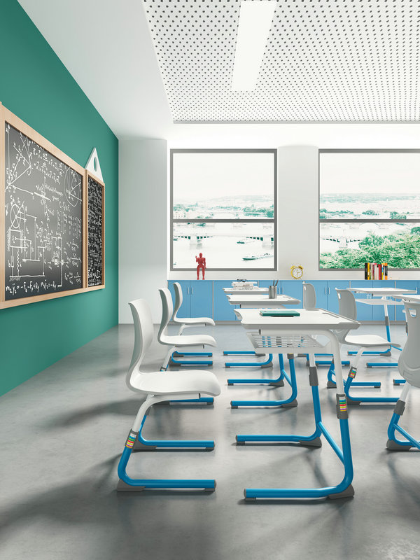 课桌椅传统摆放方式,不利于学生主动学习