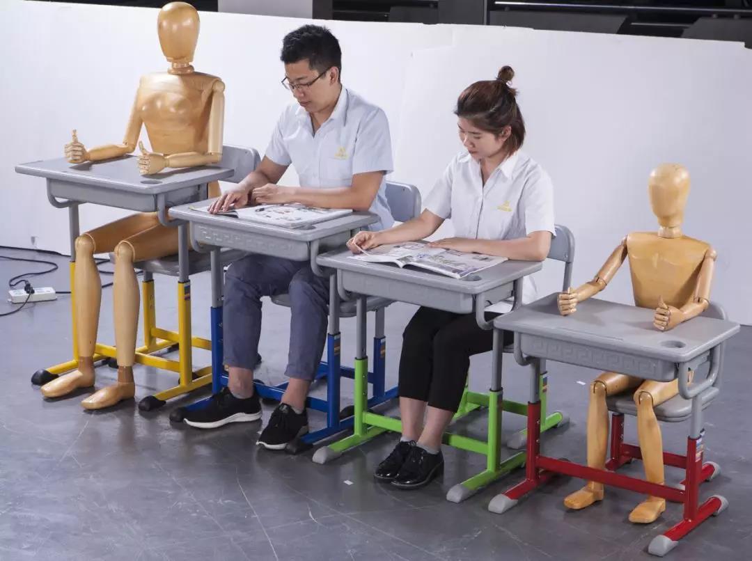 課桌椅正確坐姿,對青少年的重要性!