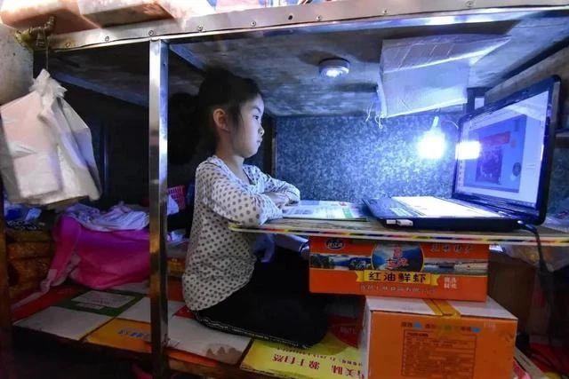 課桌椅,不要讓學習環境成為孩子夢想前進道路上的阻礙